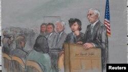Джохар Царнаев (второй справа) в зале суда. Бостон, 5 января 2015 года.