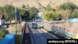 Мост в селе Ащысай. Южно-Казахстанская область, 5 октября 2017 года.