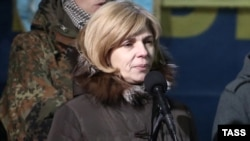 Врач Ольга Богомолец выступает на трибуне на Майдане Незалежности. Киев, 26 февраля 2014 года.