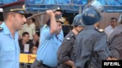 Polis 2005-ci parlament seçkiləri ərəfəsində müxalifətin aksiyasını dağıdır
