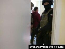 На обыске в псковском штабе