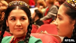 Türkmen studentleri. Aşgabat.