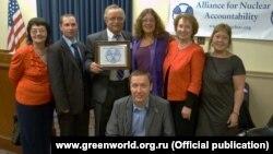 """Руководитель НКО """"За природу"""" Андрей Талевлин (в центре) на встрече с конгрессменами в Вашингтоне"""