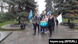 Возложение цветов к памятнику Амет-Хана Султана в Киеве, 25 октября 2019 года