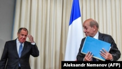 ژان ایو لودریان، وزیر خارجه فرانسه وسرگئی لاوروف، وزیر خارجه روسیه. عکس از آرشیو