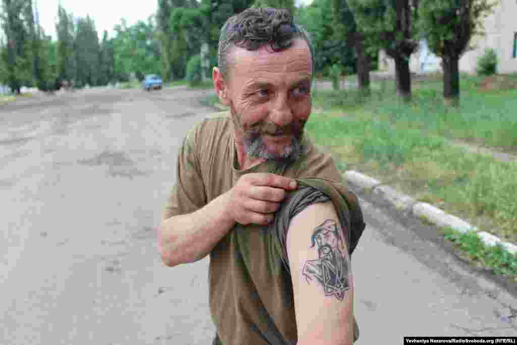 "A soldier called ""Kozak"" shows his tattoos"