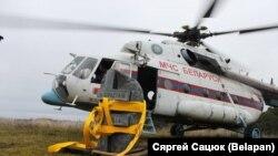 У працэсе ўсталяваньня помніка быў задзейнічаны верталёт МНС Беларусі.