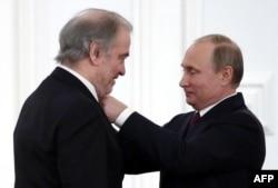 Președintele Vladimir Putin și dirijorul Valeri Gergiev la Kremlin (2016)