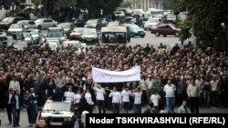 «Грузинский марш» начался с опозданием. В течение часа лидеры «Народного фронта» ожидали энтузиастов