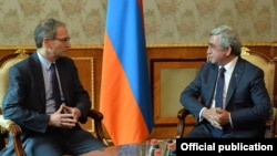 Armenia - President Serzh Sargsyan (R) meets with Charles Kupchan, senior director for European affairs at the US National Security Council, Yerevan, 14Jan2016