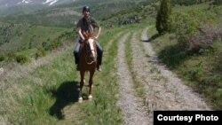 Турист Николас Моррисон на лошади в Аксу-Жабаглинском заповеднике Жамбылской области. Фото предоставлено Николасом Моррисоном.