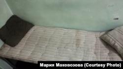 Кровать в спецприёмнике, в котором содержалась Мария Маковозова