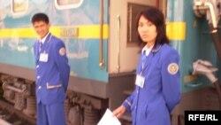 Проводники поезда в Западном Казахстане. Ноябрь 2008 года.
