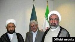 روح الله حسینیان، عبدالله شهبازی به همراه علی دوانی، پدر همسر غلامحسین الهام، سخنگوی دولت نهم.