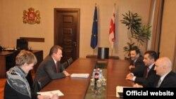 По уже сложившейся традиции, европейский дипломат встретился с представителями власти, омбудсменом и оппозицией