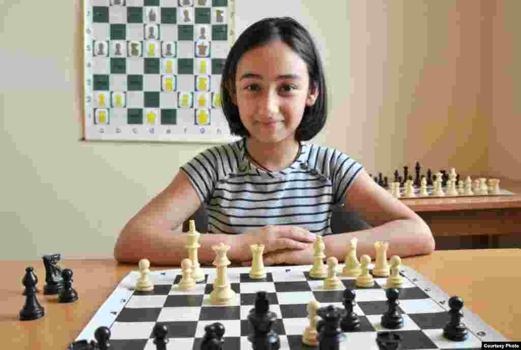 11-річна мешканка Єревана Сюзанна Сафарян хоче стати шахістом-математиком і мріє про велосипед.