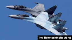 Ռուսական արտադրության Су-35 կործանիչները ցուցադրական թռիչքի ժամանակ, արխիվ