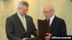 Петр Коларж (слева) с главой Башкортостана Рустэмом Хамитовым