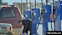 Выходные стали на Камчатке «днями свежего воздуха» - автомобили не ездили по дорогам, а стояли в очереди за бензином