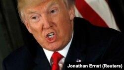 """Дональд Трамп абяцае Паўночнай Карэі """"агонь і лютасьць""""."""