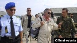 Xavier de Marnhac gjate nje vizite ne pikat kufitare ne veri te Kosoves, foto nga arkivi