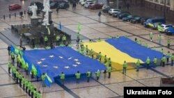 Акція ініційована Фронтом Змін «Україна за євроінтеграцію! Ми – європейці!» на Михайлівській площі в Києві, 16 грудня 2011 року