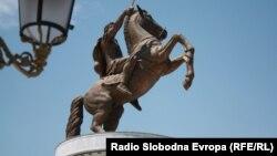 Споменик на Александар Македонски во Скопје, воин на коњ