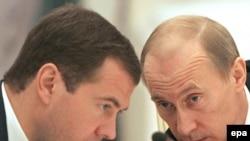 Путин ба Медведев чи маслиҳат медиҳад?