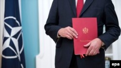 Dokument kojim se potvrđuje učlanjenje Crne Gore u NATO, Vašington, juni 2017.