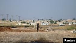 Pamje nga larg e qytetit Raka në Siri