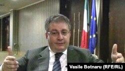 Ambasadorul Stefano de Leo în cursul interviului acordat Europei Libere