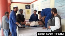 Повреден по нападот на пазарот во Авганистан.