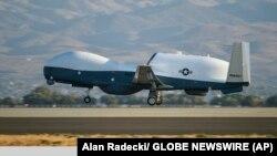 پنتاگون، وزارت دفاع ایالات متحده، و سنتکام اعلام کردهاند که پهپاد آمریکایی بر فراز خاک ایران در پرواز نبوده است.