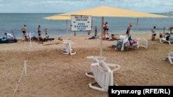 Пляж «Район ринку» в селі Берегове, Велика Феодосія, липень 2020 року