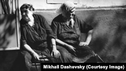 """Работа Михаила Дашевского на выставке """"Родная земля"""""""