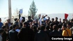 معترضان به سخنرانی آذر منصوری در یاسوج