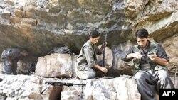 گروه پ کا کا برای تشکیل کشور مستقل کردستان در مناطق کردنشین در ترکیه مبارزه می کند.