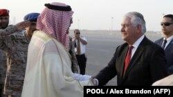 Державний секретар США Рекс Тіллерсон і король Саудівської Аравії Салман бін Адбулазіз, 21 жовтня 2017 року