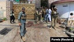 Представники силових структур Афганістану на місці нападу в Джалалабаді, 30 серпня 2017 року