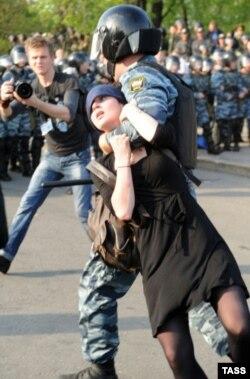 Александра Духанина на акции 6-го мая
