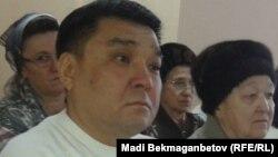 Прихожанин церкви адвентистов седьмого дня Ыкылас Садуакасов (на переднем плане) на суде по его делу. Астана, 22 декабря 2015 года.