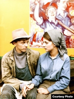 """Scenă din """"Ciocîrlii pe sîrmă"""" (1969)"""