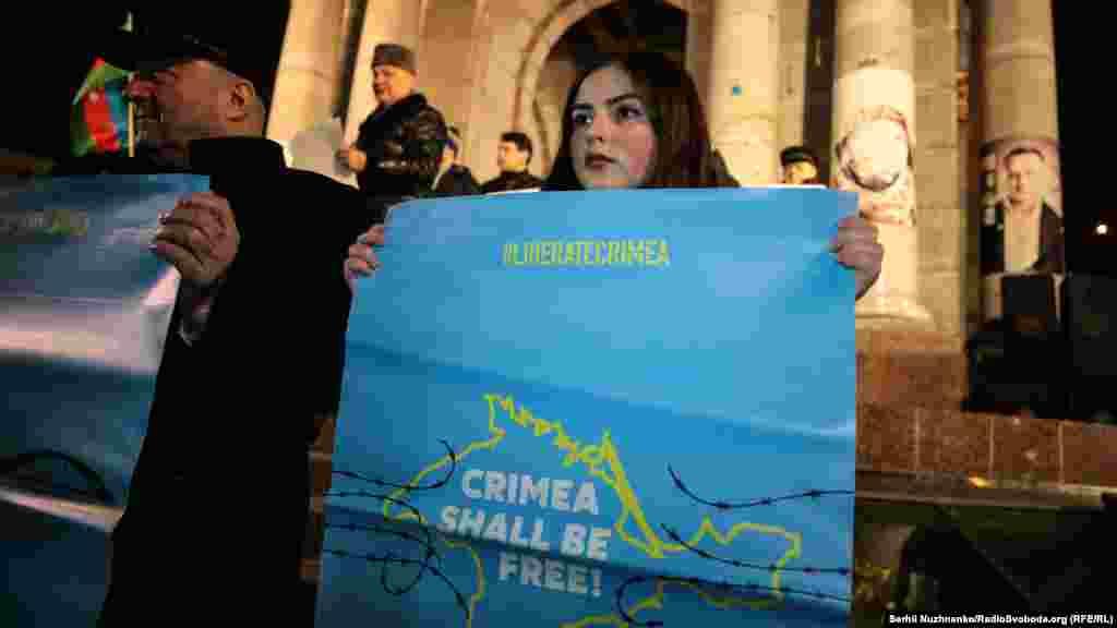 Перед початком акції прозвучали український і кримськотатарський гімни