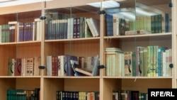 У бібліотеці Пряшівського університету студенти можуть читати українською класичну літературу