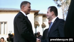 Romanian President Klaus Iohannis (left) and caretaker Prime Minister Ludovic Orban (file photo)