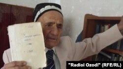 Асо Атоев, як устоди мактаб дар минтақаи Кӯлоб(Аз бойгонӣ)