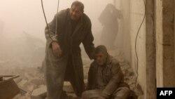 Після чергового повітряного удару по повстанському районові Алеппо, фото 17 грудня 2013 року