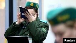 Праверка дакумэнтаў на беларускай мяжы