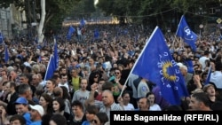 News agencies estimate that up to 200,000 people turned out for an opposition rally in Tbilisi on September 29.