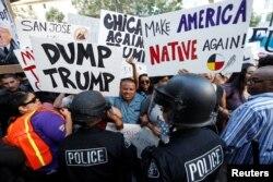 Демонстрация против Трампа в июне в Калифорнии